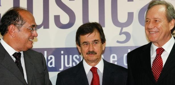 Gilmar Mendes (esq.) é substituído na presidência do Supremo por Cezar Peluso (acima); Ricardo Lewandowski (dir.) tomou posse como presidente do TSE