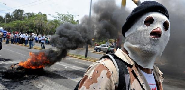 Simpatizante da Frente Sandinista de Libertação Nacional participa de protesto em Manágua