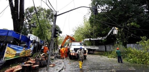 Cerca de 5.000 domicílios ainda estão sem luz em Curitiba devido ao temporal