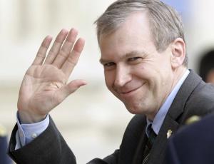 O primeiro-ministro da Bélgica, Yves Leterme, apresentou a renúncia após racha em sua coalizão