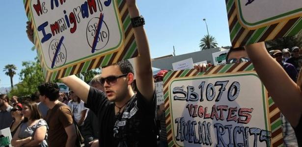Protesto contra nova lei que criminaliza imigrantes ilegais no Arizona (EUA)