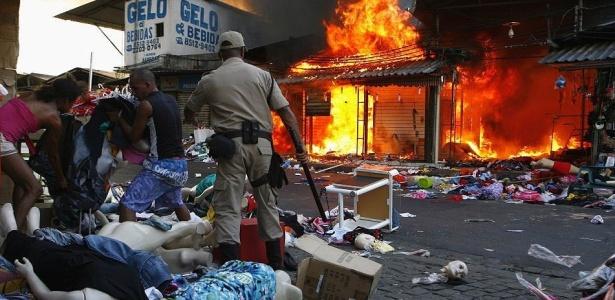 Fogo destruiu o camel&#243;dromo na Central do Brasil, centro do Rio; <b>veja mais imagens</b>