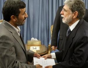 Ahmadinejad recebe em Teerã o ministro Celso Amorim, chefe da diplomacia brasileira
