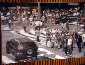 Imagem de uma das câmeras de vigilância, divulgada pela polícia de Nova York (EUA), mostra o Nissan Pathfinder usado no atentado frustrado