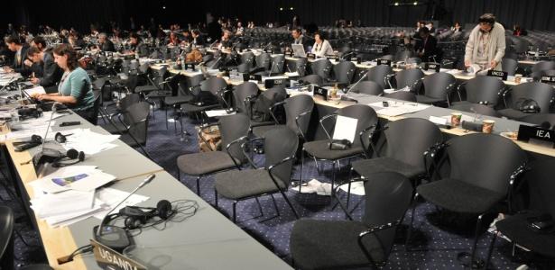 Cadeiras vazias no plenário do Bella Center, nos momentos finais da Conferência da Organização das Nações Unidas sobre Mudanças Climáticas (COP-15), em Copenhague (Dinamarca)