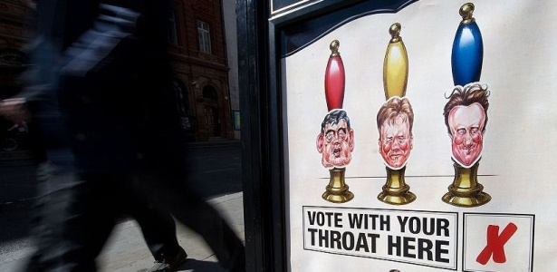 Pub de Londres usa imagem dos três políticos Gordon Brown, Nick Clegg e David Cameron
