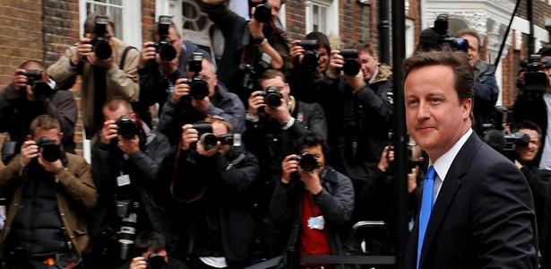 "Conservador David Cameron faz ""ampla oferta"" para atrair o apoio dos liberais-democratas"