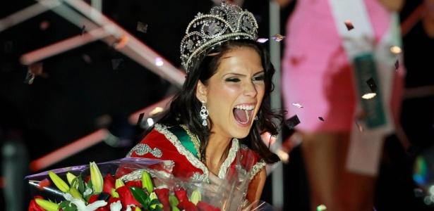 A mineira Débora Lyra, já coroada Miss Brasil 2010, comemora a conquista