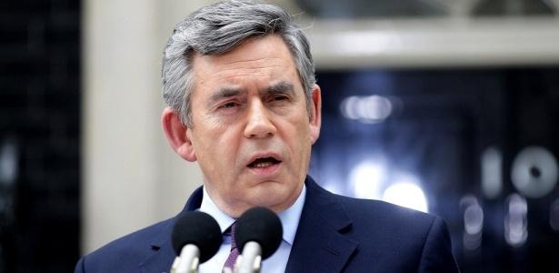 Primeiro-ministro Gordon Brown concede entrevista em Downing Street, sede do governo britânico, em Londres, onde ele anunciou a renúncia após a confirmação da coalização entre conservadores e liberais para formação do novo governo