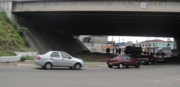 Chacina matou os moradores de rua que moravam sob este viaduto na rodovia Fernão Dias