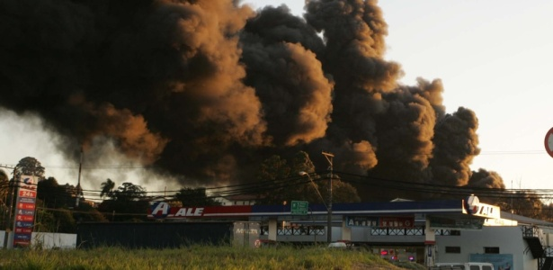 Mais de 130 funcionários estavam no depósito de 31 mil m²; não há registro de feridos