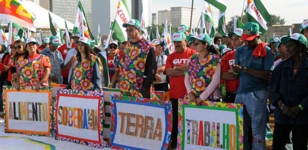 Integrantes da Confederação Nacional dos Trabalhadores na Agricultura (Contag) se reúnem em Brasília para reivindicar melhores condições de vida e de trabalho na 16ª edição do Grito da Terra