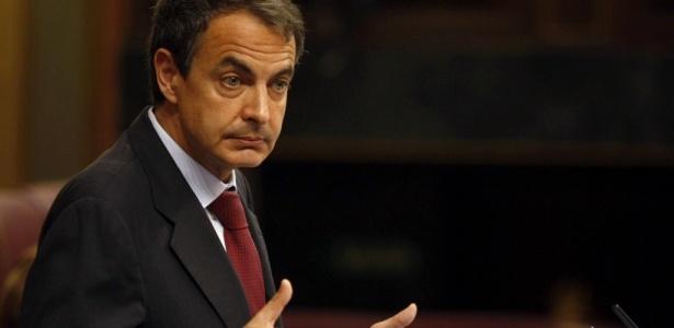 O chefe de governo espanhol, Jose Luis Rodriguez Zapatero, defende pacote de cortes