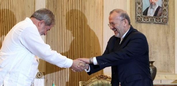 Lula cumprimenta o ministro do Exterior iraniano em sua chegada a Teerã