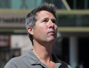 David Goldman, pai do menino Sean, exige que os contatos com a família brasileira sejam feitos em inglês, e que sejam suspensas todas as iniciativas judiciais para retomar a guarda do garoto