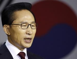 O presidente sul-coreano, Lee Myung-bak, anunciou diversas medidas de retaliação contra o vizinho do norte, devido ao ataque a uma fragata do país no mês de março; <b>veja mais fotos</b>
