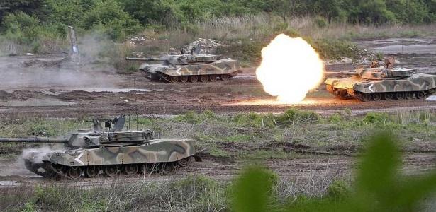 Tanques do exército sul-coreano fazem disparos durante exercício próximo à zona desmilitarizada