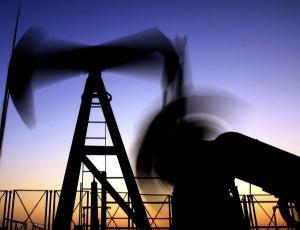 Exploração de petróleo no deserto de Sakhir (Bahrein)