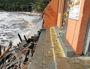 Mar agitado atinge praias de Florian&#243;polis, e deixa rastro de destrui&#231;&#227;o; <strong>veja mais fotos</strong>