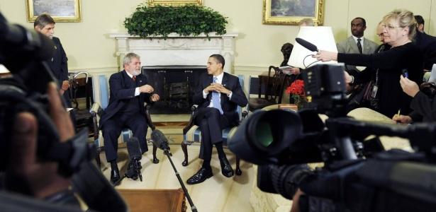 Luiz Inácio Lula da Silva (esq.) e o presidente norte-americano, Barack Obama, falam com os jornalistas após encontro na Casa Branca, em Washington (EUA), em março de 2009