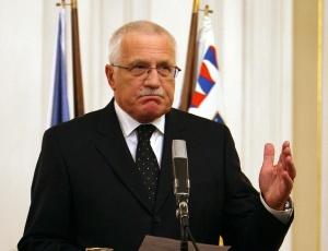 Presidente tcheco, Vaclav Klaus, e seu dilema: quem formará o próximo governo, já que a vitória do Partido Socialista foi tão estreita?