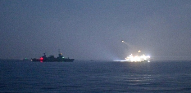 Imagem mostra o ataque da Marinha de Israel na segunda-feira (31); <b>veja mais fotos</b>