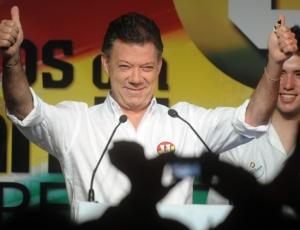 Juan Manuel Santos é candidato à presidência da Colômbia e pode ser eleito neste domingo