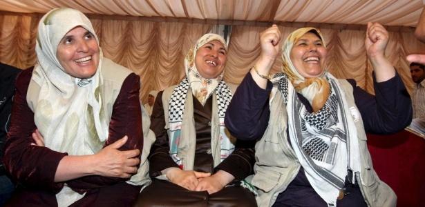 Ativistas pró-palestina comemoram libertação, após dois dias de prisão;<b> veja mais fotos</b>