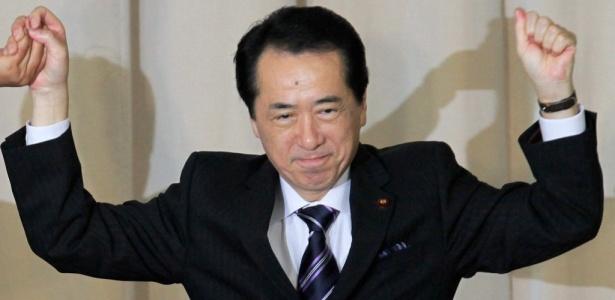 Naoto Kan comemora a vitória nas eleições internas do Partido Democrático