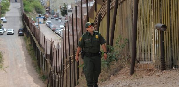 A fronteira territorial entre México e Estados Unidos localizada na cidade de Nogales