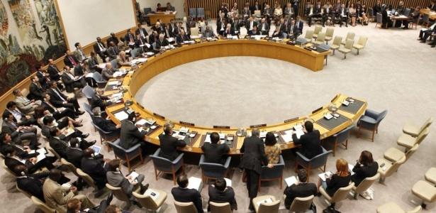 Foram 12 votos a favor das sanções e dois contra (Brasil e Turquia). O Líbano se absteve