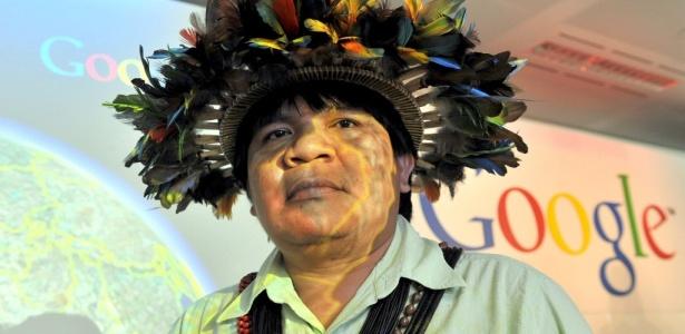 O índio Almir Suruí, em lançamento de programa que vai auxiliar ONGs, em Londres, Inglaterra; o software Google Earth ajudará a monitorar área de tribo em Rondônia e o desmatamento da floresta