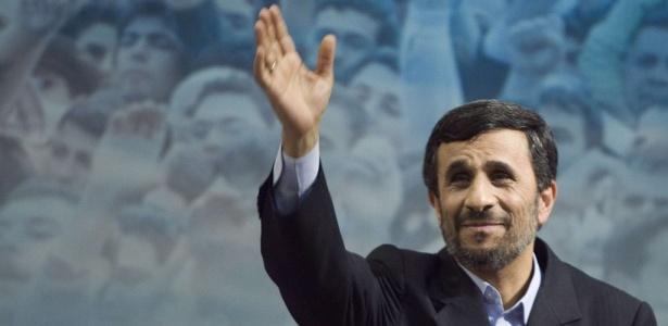 A reeleição do presidente Mahmoud Ahmadinejad foi acusada de fraudulenta pela oposição