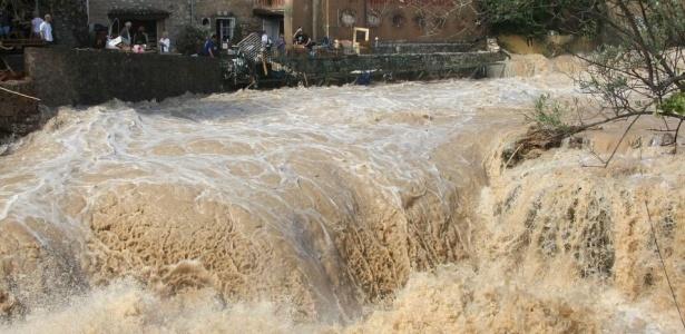 O rio Artuby inunda as ruas de Draguignan, no sul da França. <b>Veja mais fotos</b>