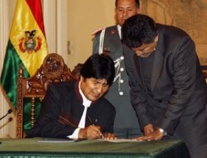 """Presidente da Bolívia, Evo Morales, promulga lei que cria Órgão Eleitoral, um """"quarto poder"""" no país"""