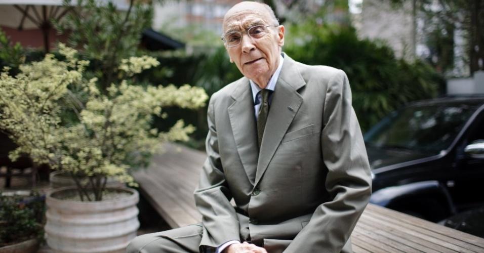 Morreu nesta sexta-feira (18) o escritor português José Saramago, vencedor do Prêmio Nobel da Literatura em 1998. Saramago nasceu em 1922, em Azinhaga, aldeia ao sul de Portugal, numa família de camponeses.