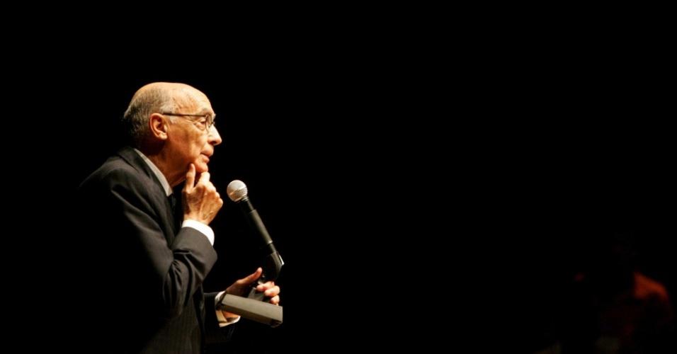 """O português José Saramago fala de seu romance """"As Intermitências da Morte"""", sobre o que ocorreria se a morte deixasse de matar, em São Paulo (28/10/2005)"""