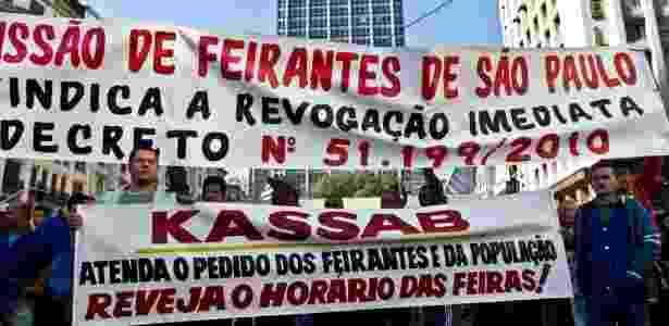 Feirantes fazem protesto pela alteração do decreto em frente à Prefeitura de São Paulo, no dia 7 - Alessandro Shinoda/Folhapress - 07.06.2010