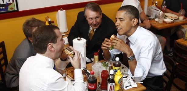 Obama e Medvedev, almoçam juntos no Ray's Hell Burger, especializado em hambúrgueres e carnes