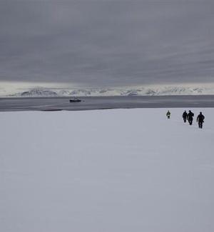 Cientistas do Greenpeace investiga a vida marinha do Ártico em mais uma expedição
