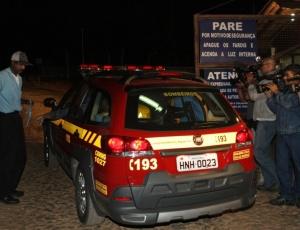 Polícia realizou buscas em sítio do goleiro Bruno, do Flamengo, nesta segunda (29)