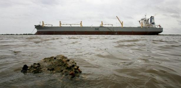 """""""The Whale"""" (""""A Baleia"""") ancorado no rio Mississippi, na semana passada; <b>VEJA MAIS FOTOS</b>"""