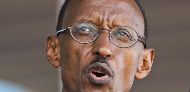 O presidente de Ruanda, Paul Kagame, em cerimônia de comemoração aos 16 anos do fim do genocídio, na capital Kigali