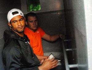 Goleiro Bruno e Macarrão são transferidos da Divisão de Homicídios da Polícia Civil do Rio para o presídio Bangu 2 nesta quinta-feira (8); veja mais fotos do caso