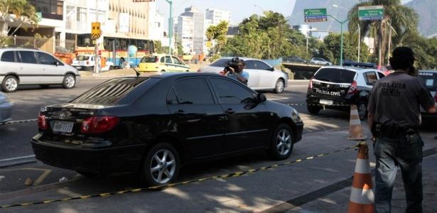 O veículo foi isolado pela polícia na avenida Pasteur, em Botafogo, no Rio de Janeiro