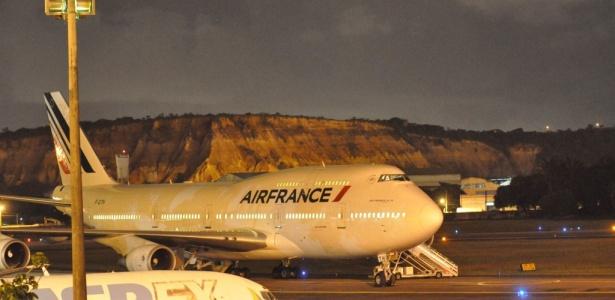 Avião que partiu do Rio de Janeiro com destino a Paris fez um pouso de emergência no sábado