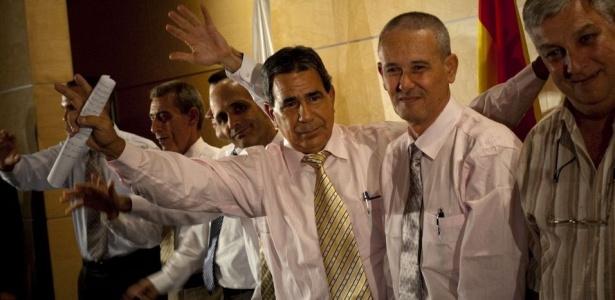 Os sete ex-presos políticos em Cuba chegaram nesta terça-feira (13) em Madrid, na Espanha. Eles foram os primeiros dos 52 autorizados a deixar o país