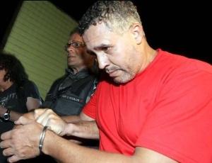 Marcos Aparecido dos Santos, o Bola, deixa o Departamento de Investigações de Belo Horizonte, onde prestou novo depoimento à polícia mineira sobre o desaparecimento de Eliza