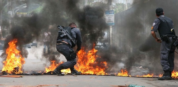 Moradores protestam contra morte de garoto por bala perdida