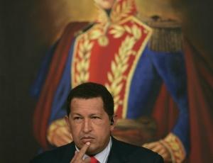 O presidente da Venezuela, Hugo Chávez, teria agravado o problema dos homicídios no país ao cortar o dinheiro destinado às prefeituras e governos estaduais liderados por oponentes políticos